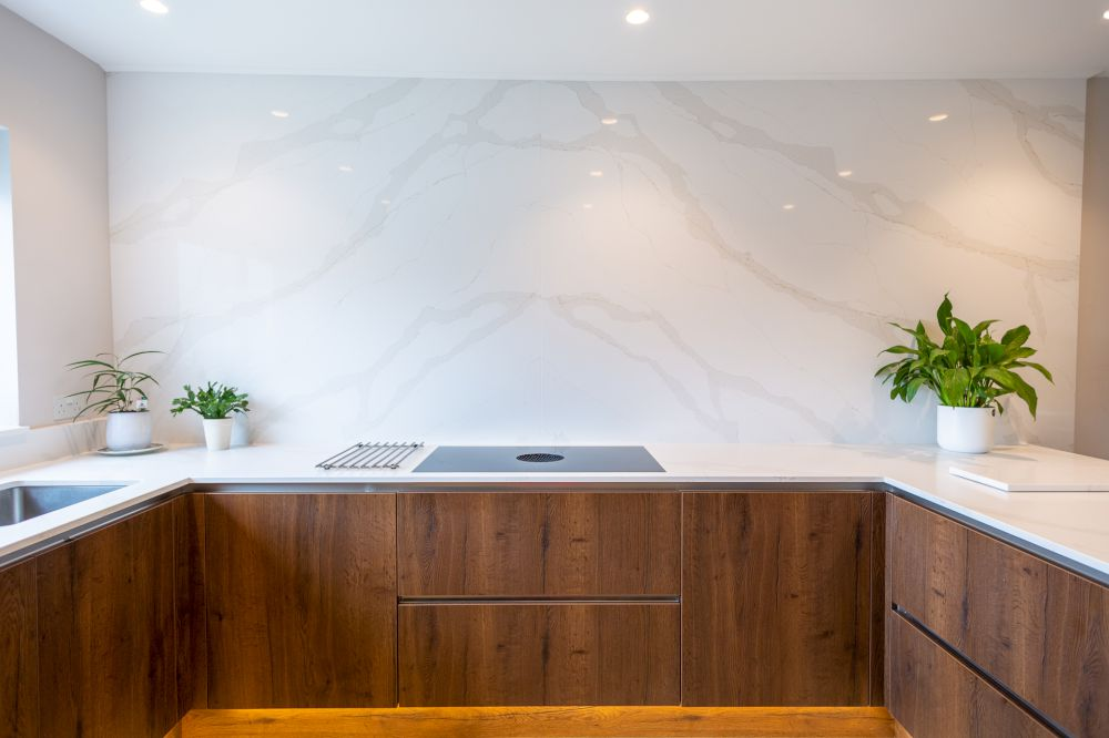 feature-wall-&-worktops-by-jf-stoneworks 1