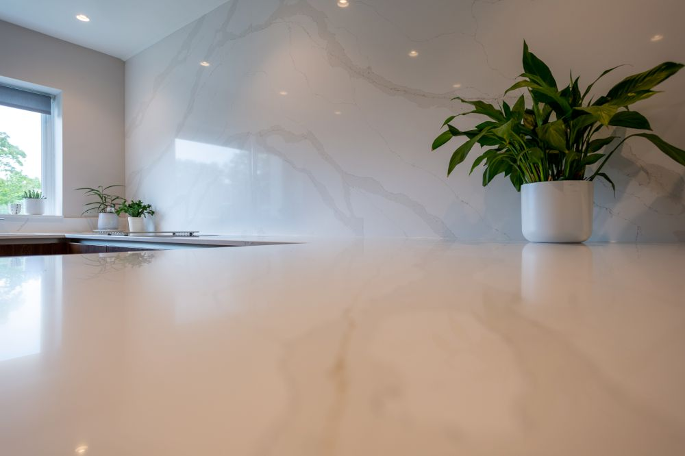 feature-wall-&-worktops-by-jf-stoneworks 2