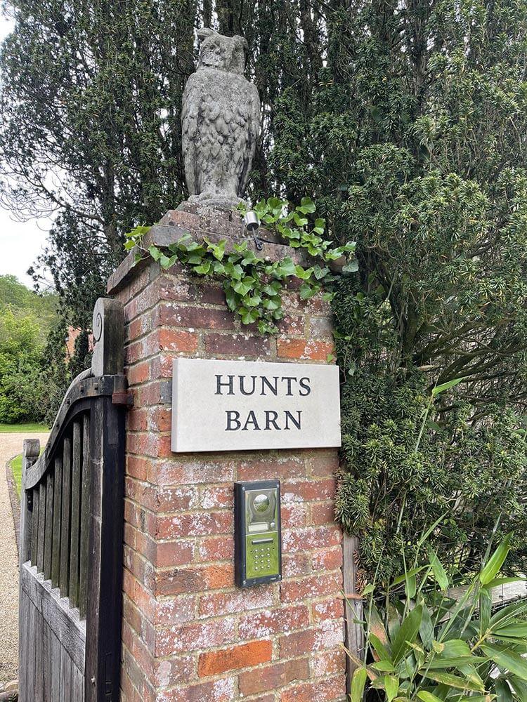 hunts-barn-sign